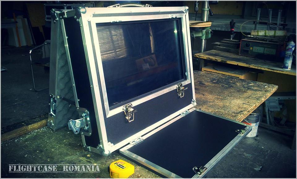 CASE TV IN POZITIE DE LUCRU  by Flight-case Romania